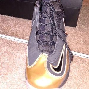 Nike Shoes - AIR GRIFFEY MAX 1